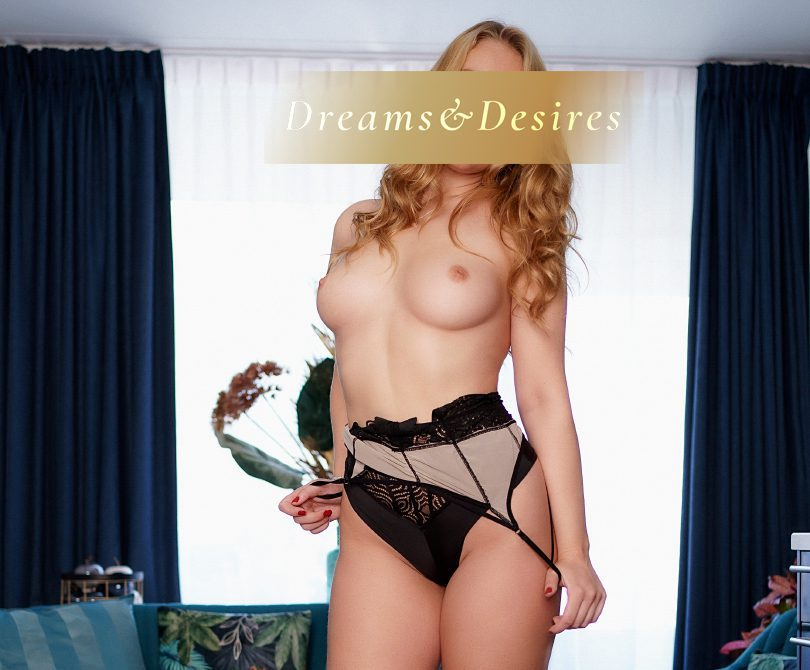 Sexy busty topless escort Amanda